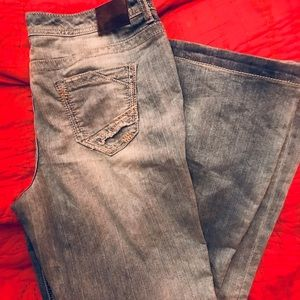 👖Maurices light rinse flare jeans 👖